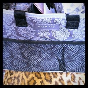 MARY KAY TOTE BRAND NEW WITH SAMPLES
